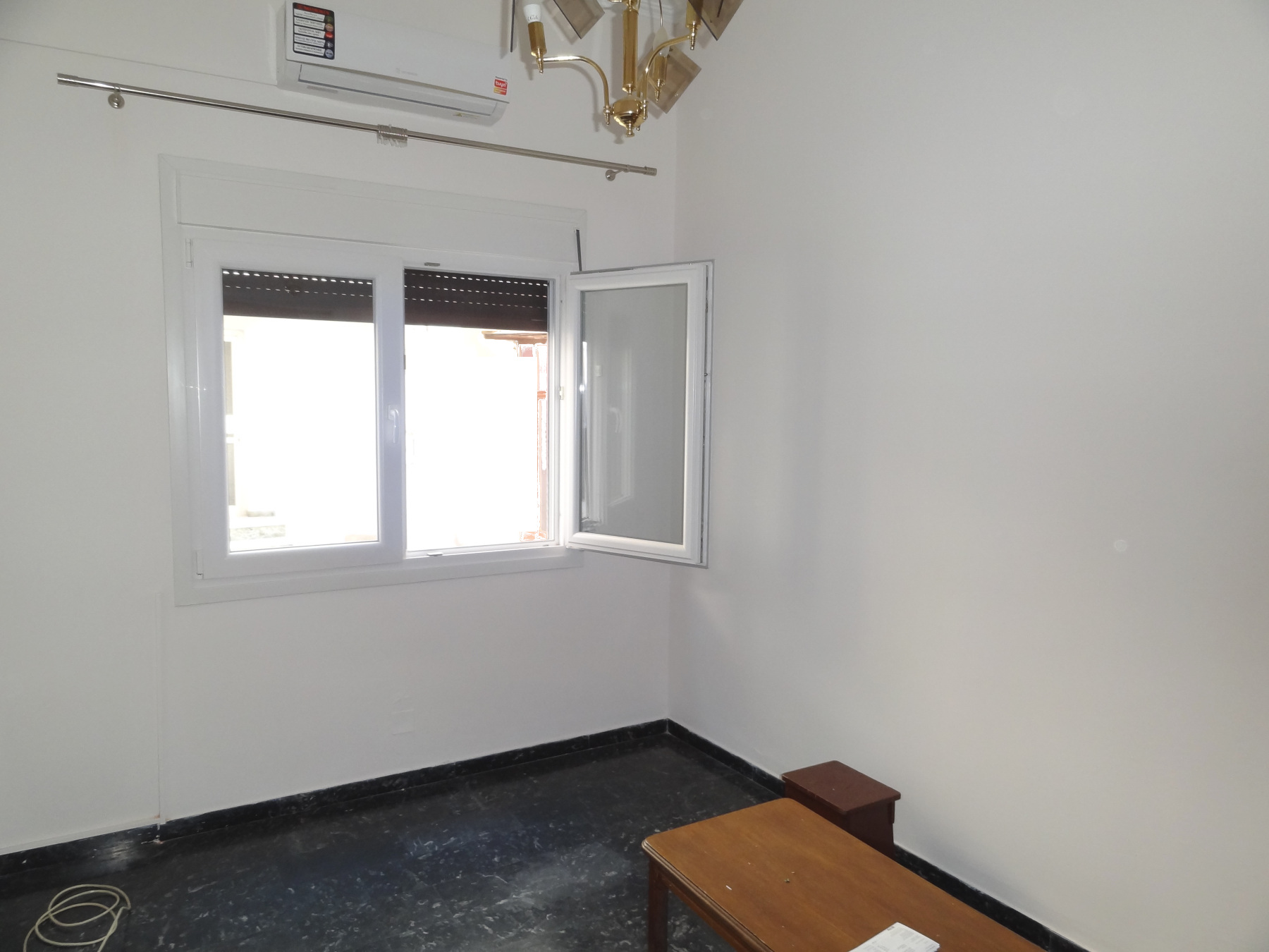 Ενοικιάζεται ισόγειο 3αρι διαμέρισμα 80 τ.μ. στην Καλούτσιανη πλησίον της Λεωφόρου Α. Μακαρίου στα Ιωάννινα