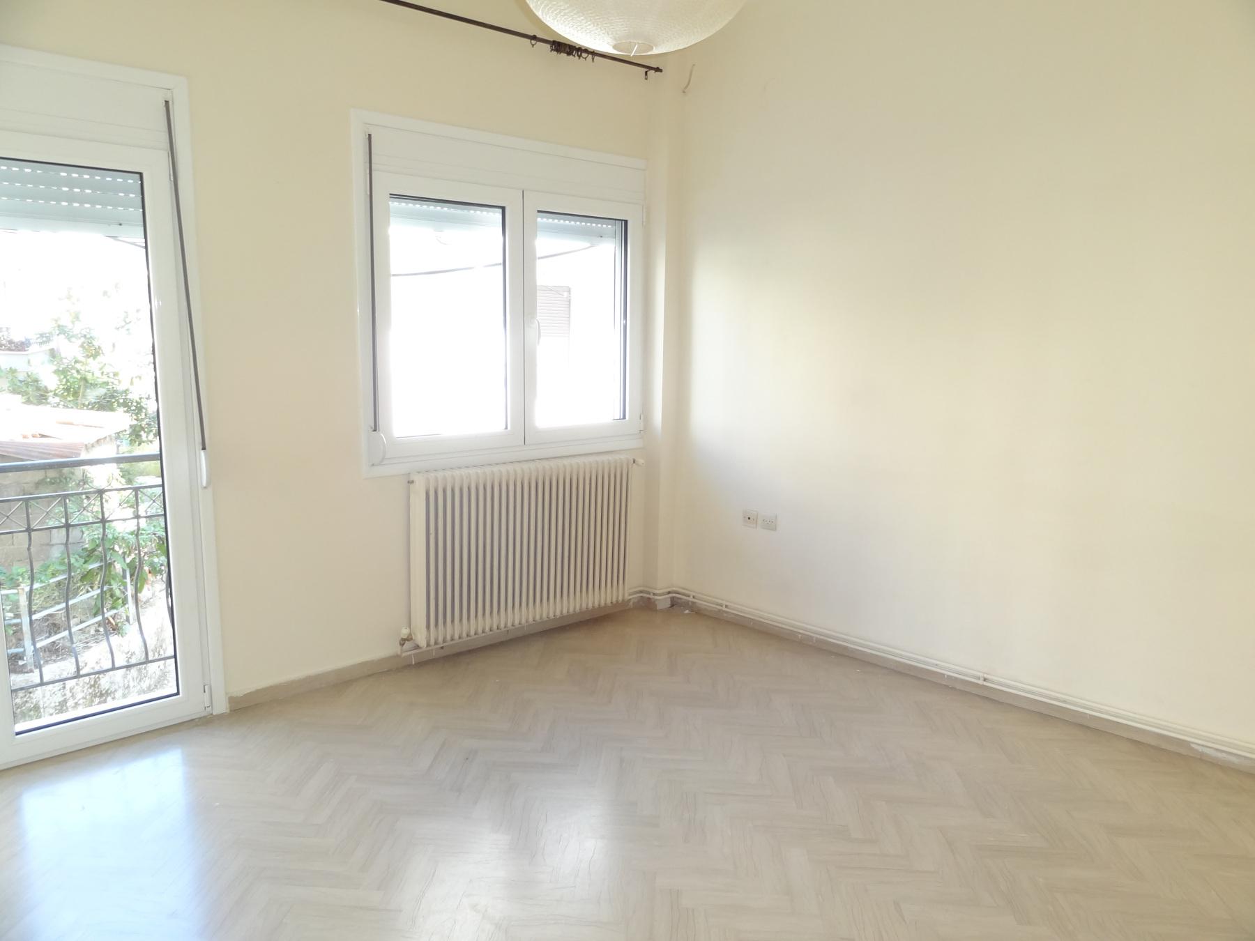 Ενοικιάζεται μερικώς ανακαινισμένο 3αρι διαμέρισμα 85 τ.μ. 1ου ορόφου στην περιοχή Λακκώματα στα Ιωάννινα