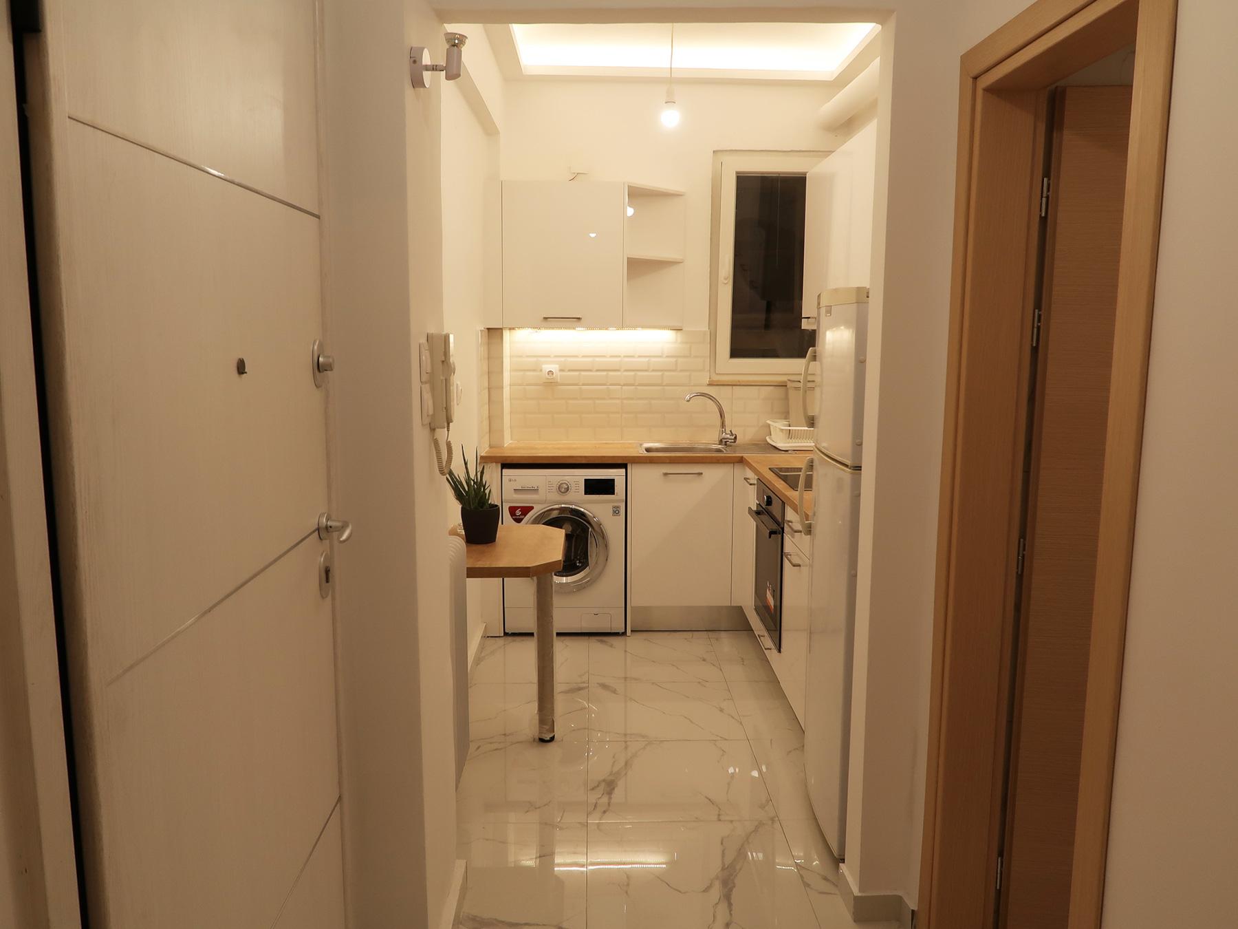 Ενοικιάζεται πλήρως ανακαινισμένη και επιπλωμένη δίχωρη γκαρσονιέρα 29 τ.μ. 2ου ορόφου στη Σμύρνης 11 στο κέντρο των Ιωαννίνων