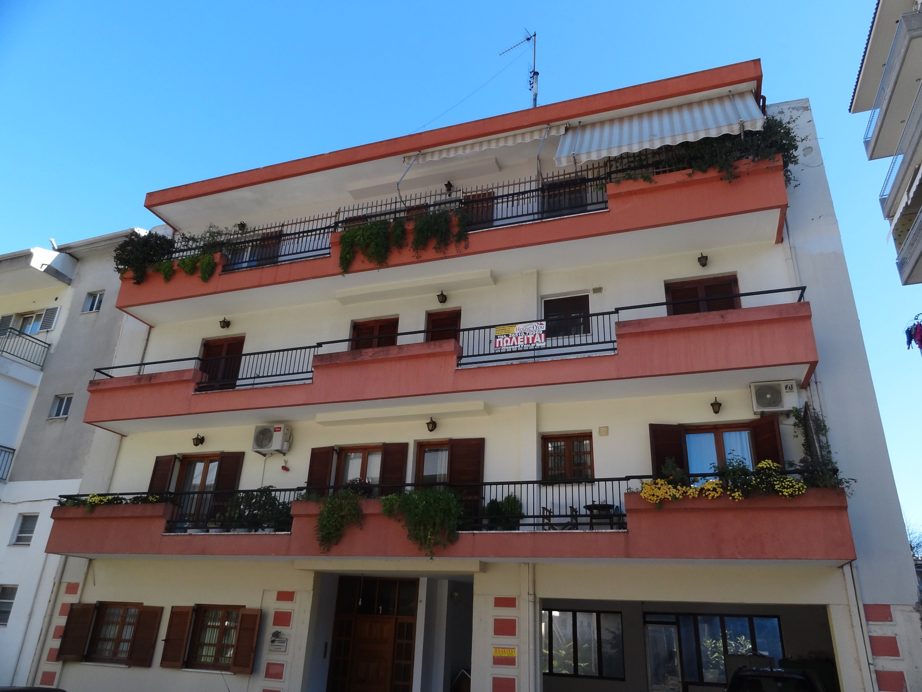 For sale 3 bedroom apartment of 100sqm for sale. bright 2nd floor in Ampelokipi, Ioannina