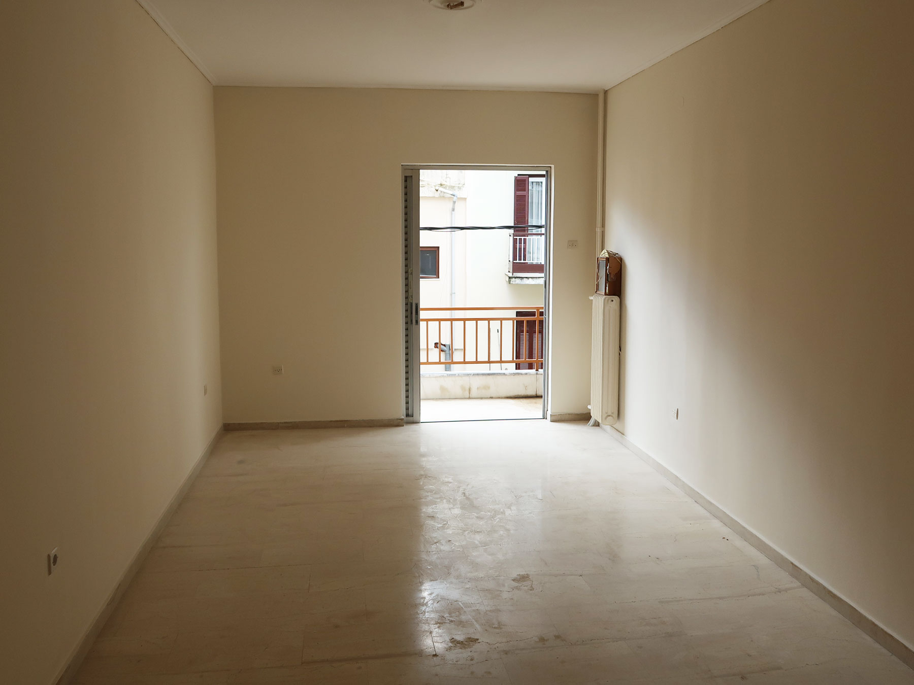 For sale 3 bedroom apartment 96 sq.m. 2nd floor with 2 parking spaces near the plane tree in the center of Ioannina