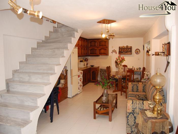 Πωλείται διώροφη οικία 90 τ.μ συν σοφίτα στο κέντρο της Πάργας