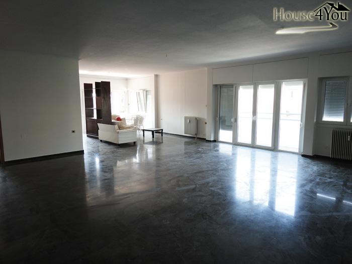 Πωλείται διαμέρισμα 200τμ. στο κέντρο των Ιωαννίνων 2 επιπέδων.