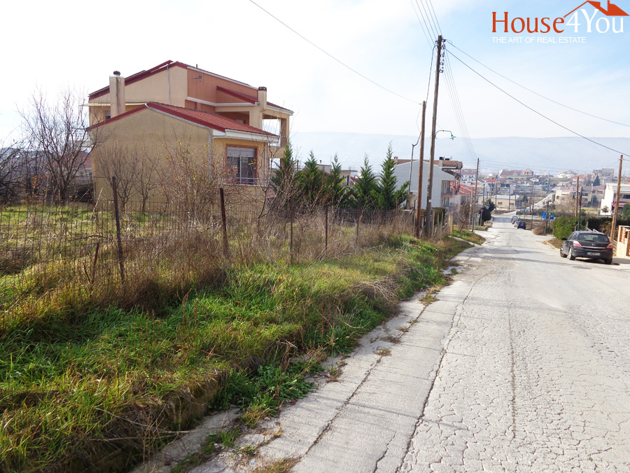 Πωλείται οικόπεδο 686τ.μ. με ΣΔ. 0.6 επι της Κων.Καραμανλή κοντά στην Αγία Σοφία στην Ανατολή Ιωαννίνων