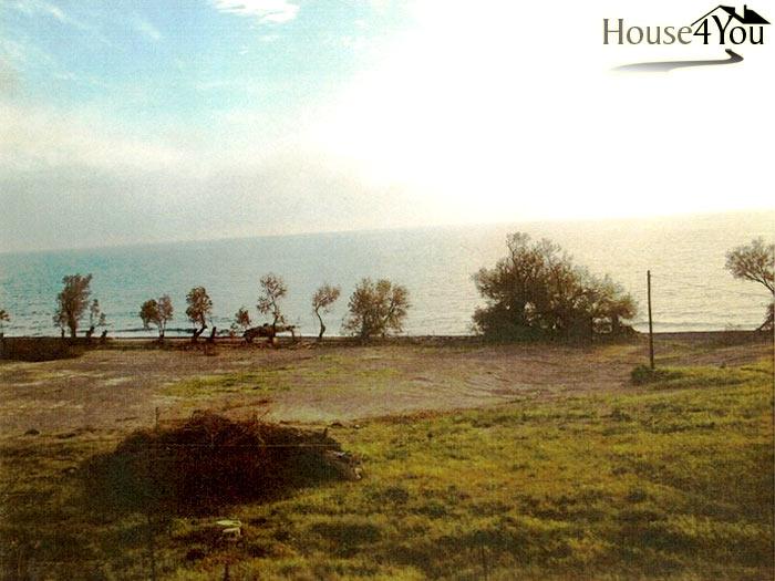 Πωλείται στη Σαντορίνη έκταση 13στρ επί τού αιγιαλού με παραλία περίπου 145 μ.