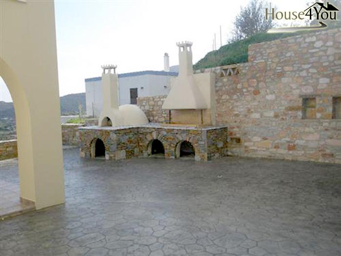 Πωλείται μονοκατοικία 160 τ.μ. στα Χρούσσα της Σύρου. στο νομό Κυκλάδων