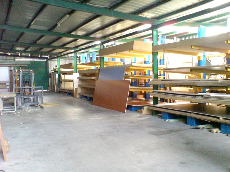 Πωλείται επαγγελματικός χώρος 1800τμ. σε οικόπεδο 6 στρεμμάτων στην Πεδινή Ιωαννίνων
