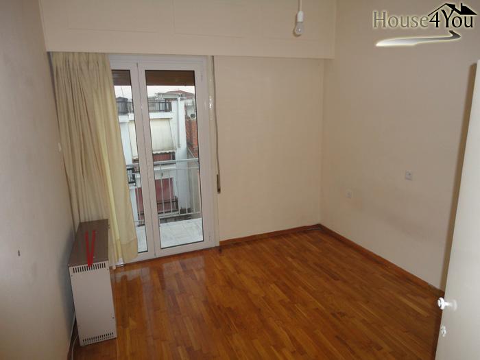 Πωλείται ημι-επιπλωμένο τριάρι διαμέρισμα 2ου ορόφου, 64τμ στα Ιωάννινα.
