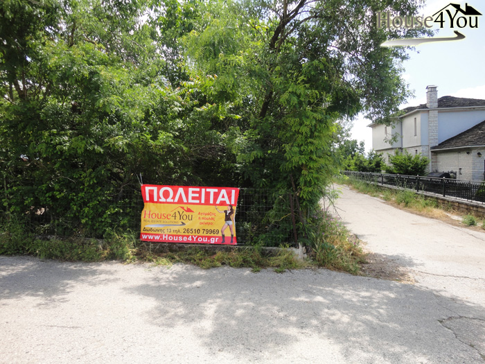 For sale a corner plot of 784sqm. in Agia Marina of Ioannina with a building of 400 meters.