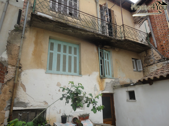 Detached house with a total area of 245sqm. on a plot of 191 sqm in Kastro in Ioannina
