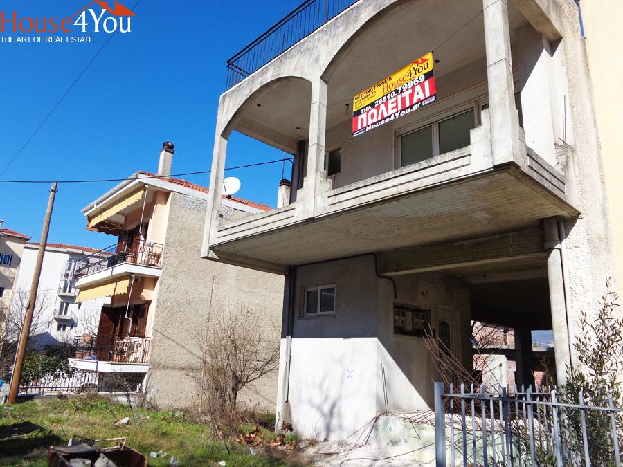 Πωλείται ημιτελής μονοκατοικία με 4αρι διαμέρισμα 93τμ. του 2000 στην Πυρομάγλου 38 στους Αμπελόκηπους Ιωαννίνων