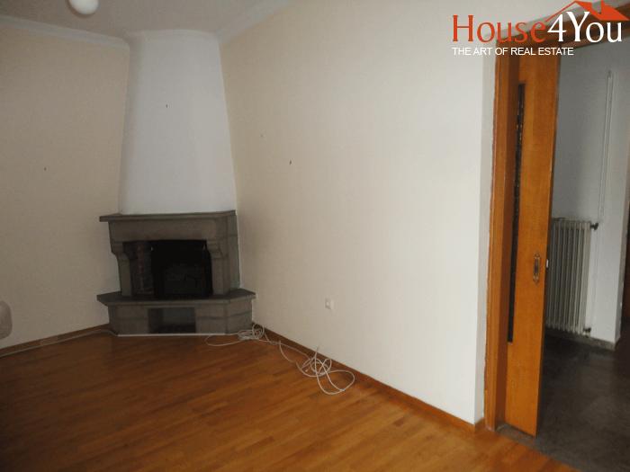 Πωλείται διαμέρισμα 100 τμ. 2ου ορόφου στη Καλούτσιανη στα Ιωάννινα.