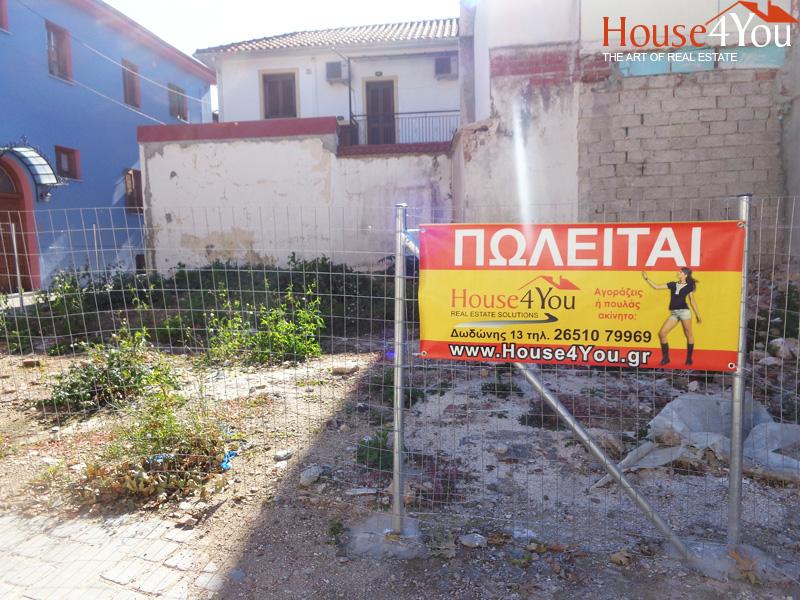 Πωλείται οικόπεδο γωνιακό 127τμ. με ΣΔ. 1.0 και οικοδομική άδεια στον Μώλο στα Γιάννενα