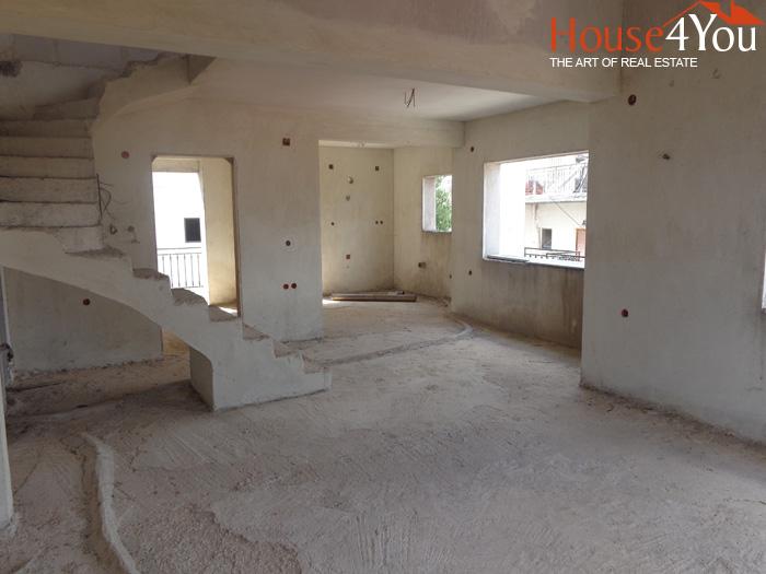 Πωλείται ημιτελής μεζονέτα διαμέρισμα 2ου ορόφου 106τμ. του 2004 στους Αμπελόκηπους Ιωαννίνων