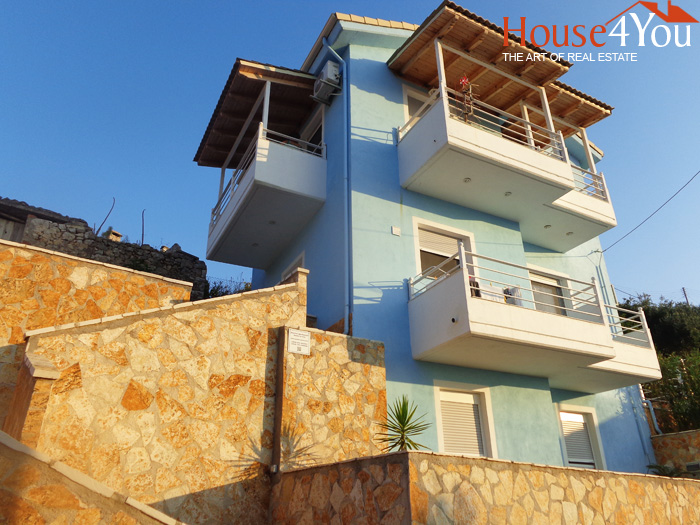 Πωλείται μονοκατοικία με γκαρσονιέρα και τριάρι διαμέρισμα καθώς και διπλανό κτίριο στα Σύβοτα με μαγική θέα.
