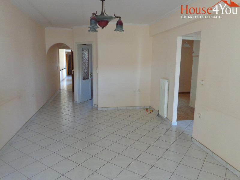 Πωλείται 3αρι διαμέρισμα 75τμ. 3ου ορόφου του 1995 στην οδό Κατσάρη στα Γιάννενα