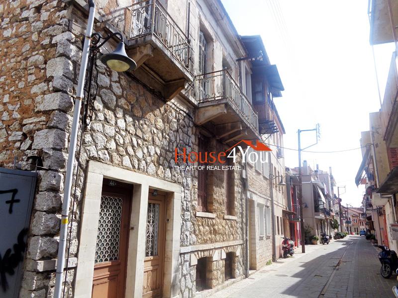 Πωλείται διαμέρισμα 119 τμ. με υπόγειο ή συνολικό κτίριο στην Σούτσου στο ιστορικό κέντρο του Μώλου στα Ιωάννινα