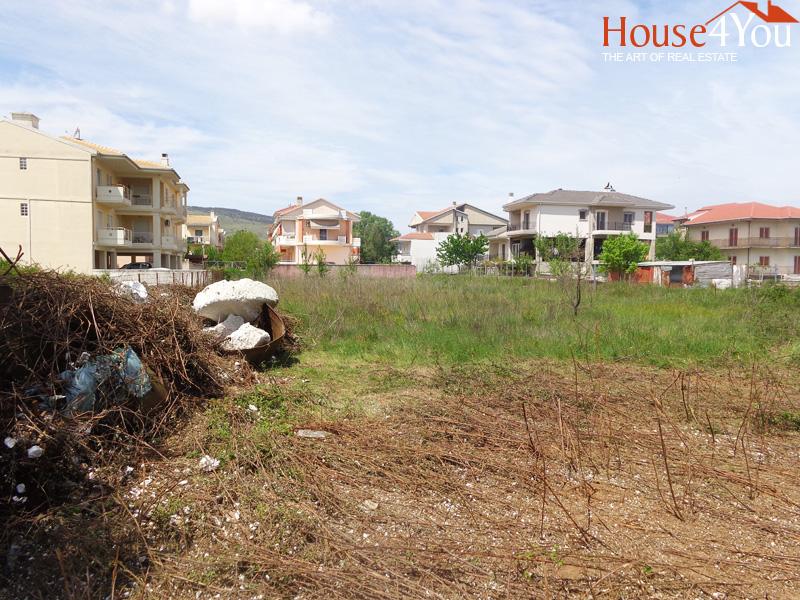 Πωλείται οικόπεδο 1.456 τμ. με ΣΔ. 0.5 και πρόσωπο σε υπο διάνοιξη δρομο 26μ. στα Σεισμόπληκτα Ιωαννίνων