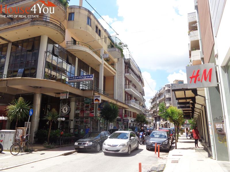 Πωλείται δυάρι διαμέρισμα 61τμ. 3ου ορόφου στην Χ.Τρικούπη 39 στο κέντρο των Ιωαννίνων με ωραία θέα