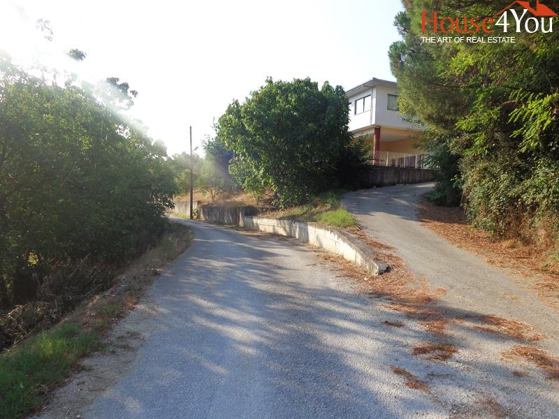 Πωλείται οικόπεδο 844τμ. με ΣΔ. 0.5 και πρόσωπο σε 2 δρόμους στο Σταυράκι Ιωαννίνων