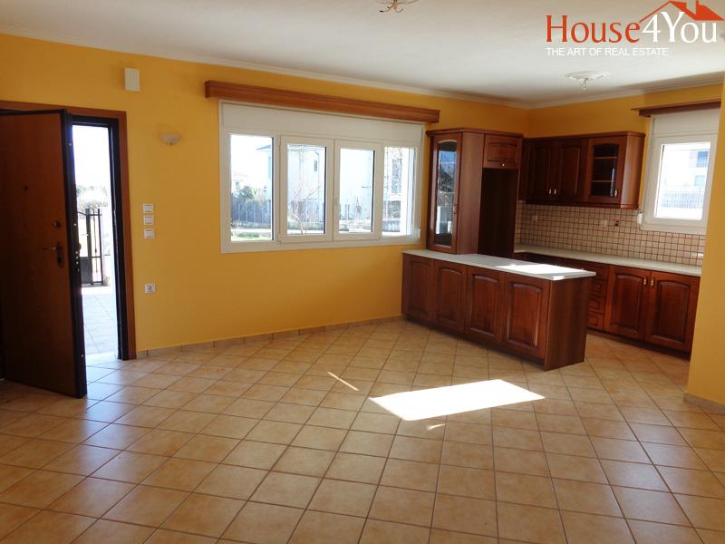 Πωλείται ισόγειο διαμέρισμα 95τμ. σε τριώροφη πολυκατοικία του 2007 στο Κ. Νεοχωρόπουλο Ιωαννίνων