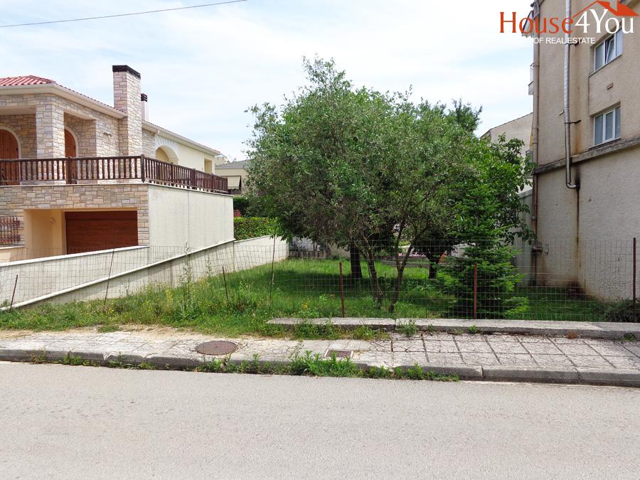 Πωλείται οικόπεδο 300 τμ. με ΣΔ 0.8 και πρόσωπο 12 μέτρα στην οδό Χριστοφορίδου στην Ανατολή Ιωαννίνων