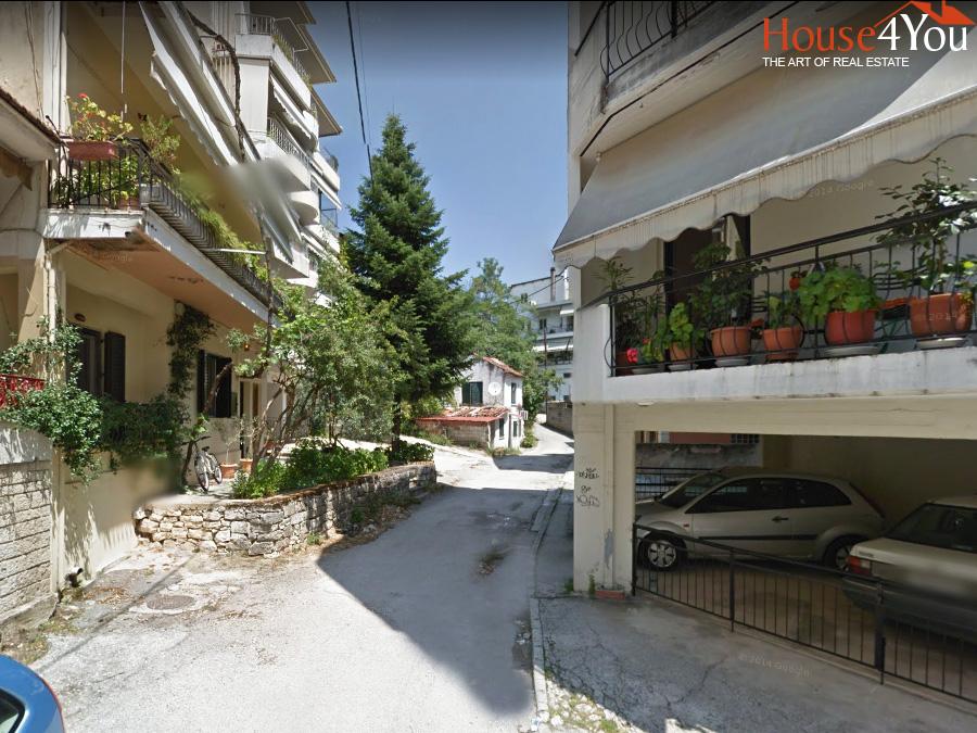 Πωλείται οικόπεδο 184 τμ. με ΣΔ 1.8 στην οδό Χαόνων στο κέντρο των Ιωαννίνων πλησίον οδού Δωδώνης