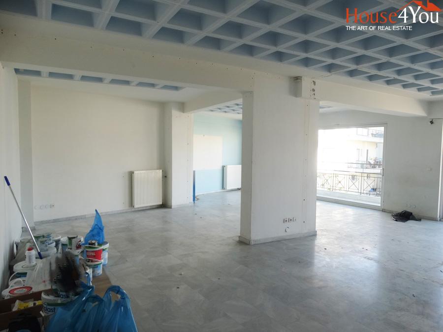 Ενοικιάζεται επαγγελματικός χώρος 107τ.μ. 3ου ορόφου στη Ζωσιμαία Σχολή στα Ιωάννινα