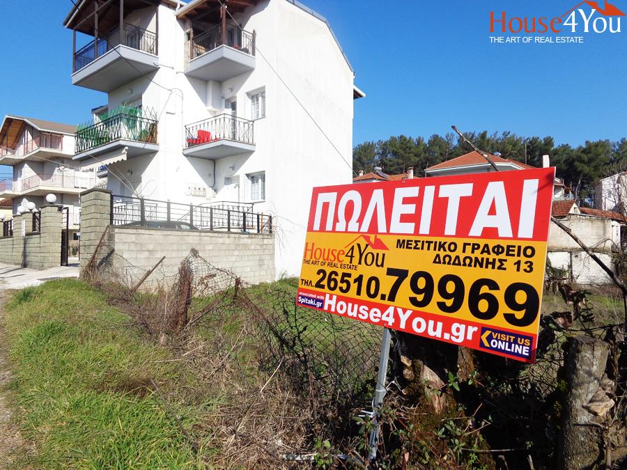Πωλείται οικόπεδο 812τμ. με ΣΔ. 0.6 πλησίον θεάτρου Φρόντζου στην Δροσιά Ιωαννίνων