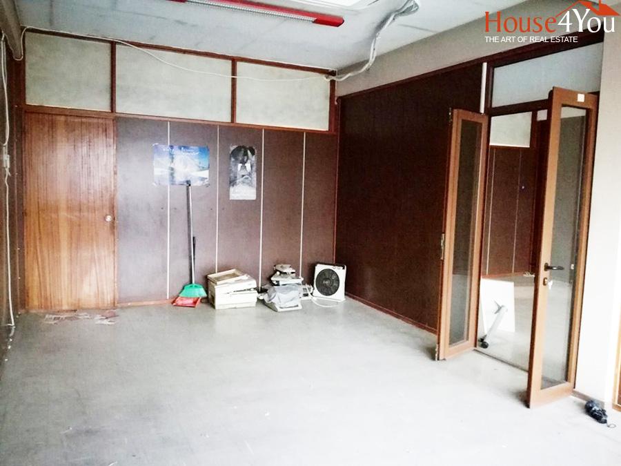 Ενοικιάζεται επαγγελματικός χώρος 56 τμ. 3ου ορόφου  στο Κέντρο των Ιωαννίνων.