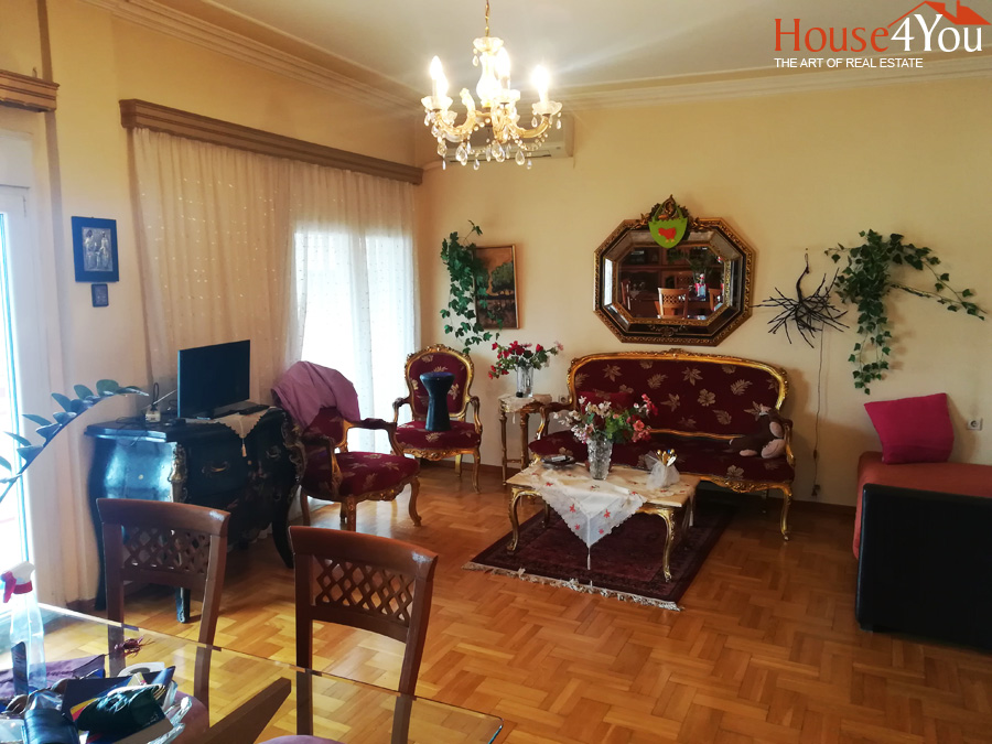 Πωλείται διαμέρισμα 3αρι 103τμ. 3ου ορόφου με θέα την λίμνη στο κέντρο των Ιωαννίνων πλησίον οδού Ρώμα